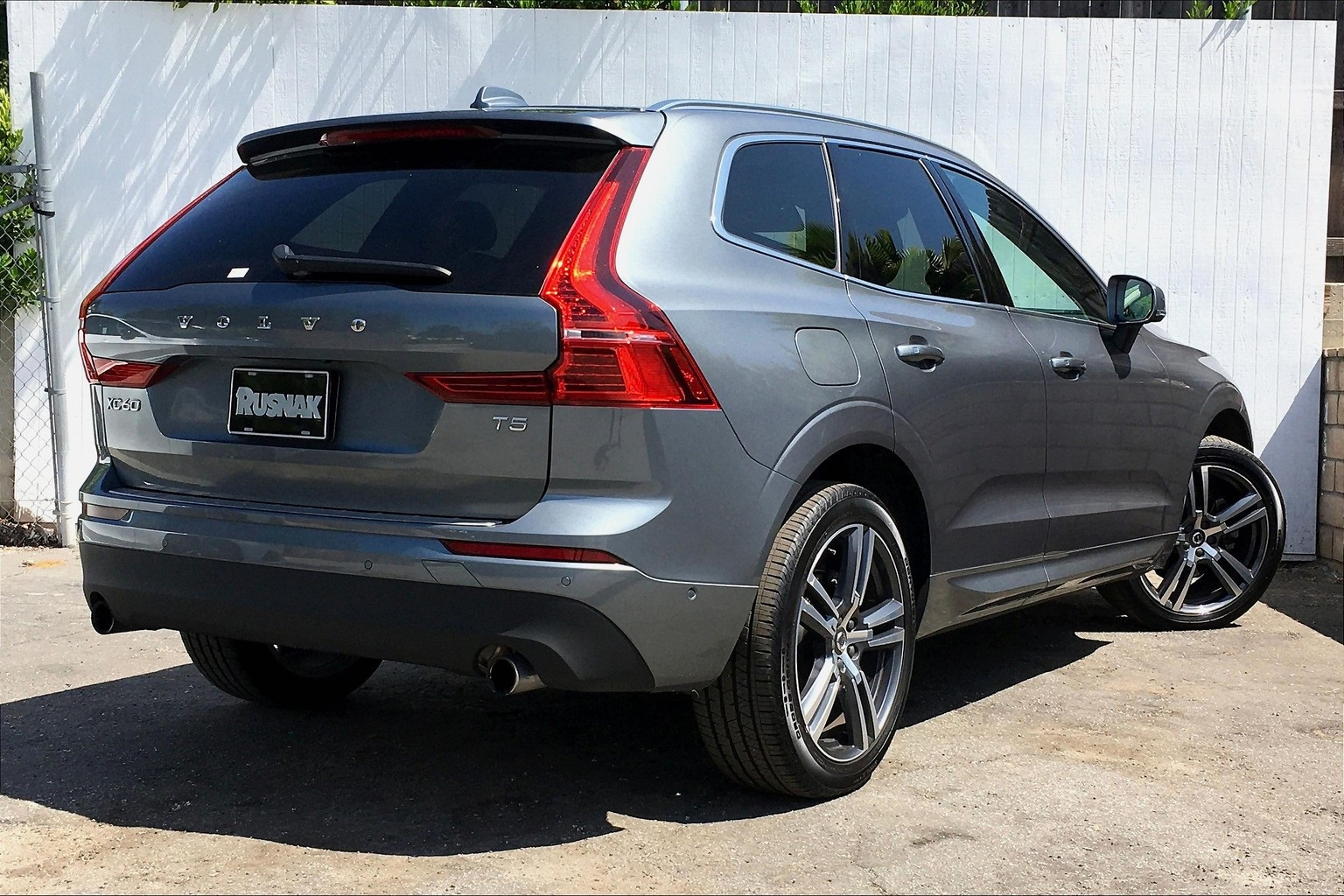 Certified Pre-Owned 2019 Volvo XC60 T5 Momentum